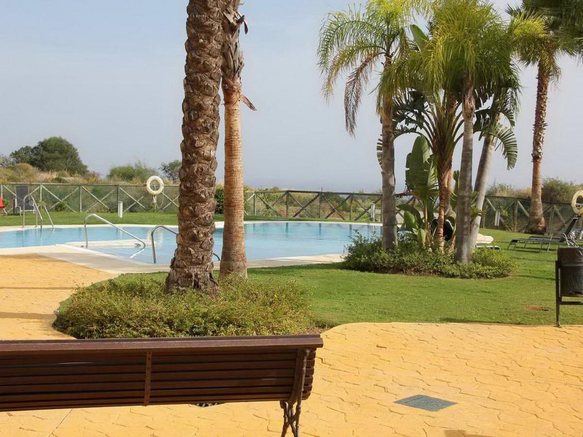 Middle Floor Apartment, Calanova Golf, Costa del Sol. 2 Bedrooms, 2 Bathrooms, Built 91 m².  Setting,Spain