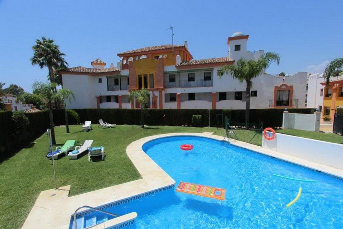 Middle Floor Apartment, Estepona, Costa del Sol. 3 Bedrooms, 2 Bathrooms, Built 87 m².  Setting : Cl,Spain