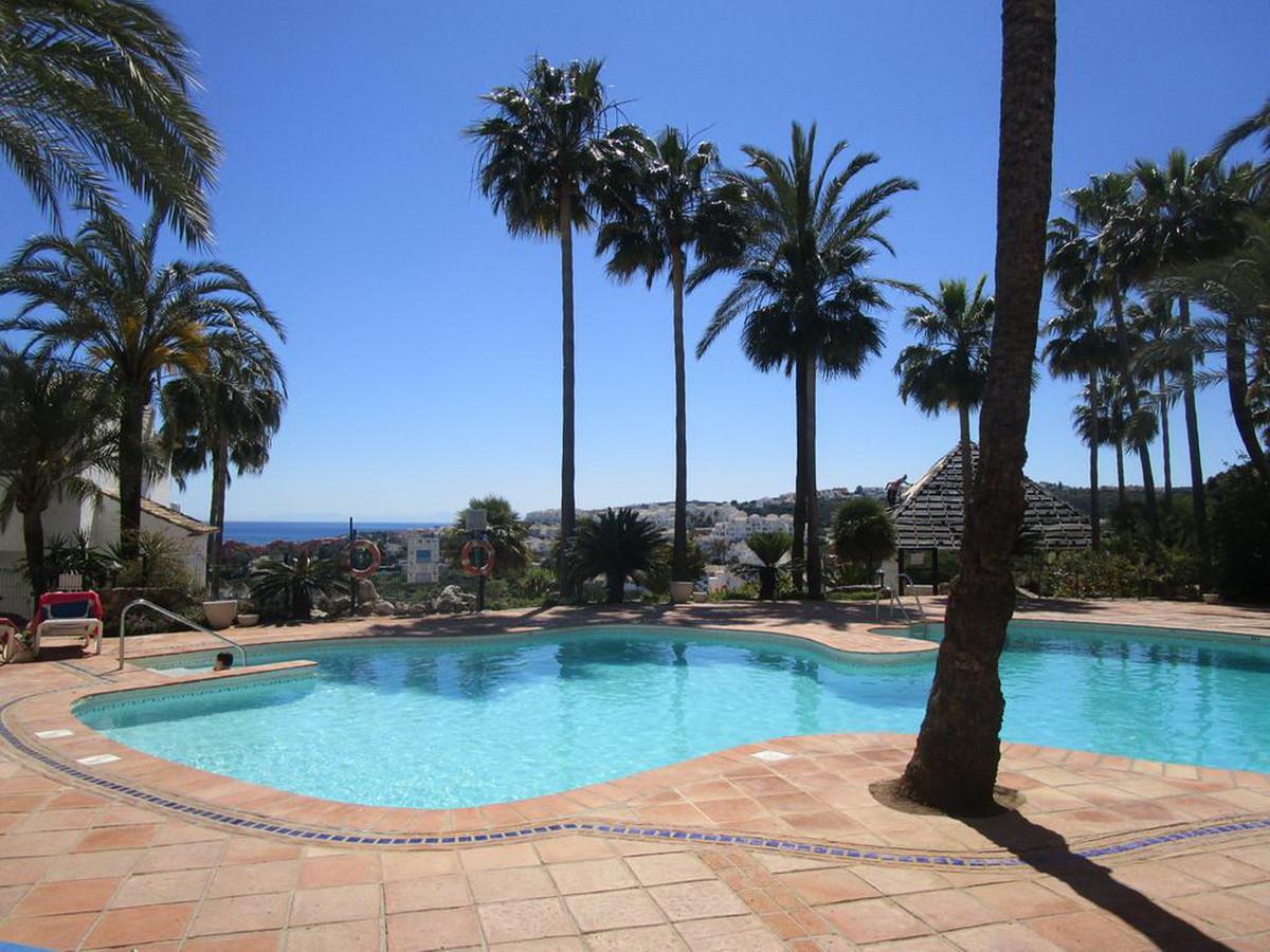 Middle Floor Apartment, La Duquesa, Costa del Sol. 3 Bedrooms, 2 Bathrooms, Built 97 m².  Setting : ,Spain