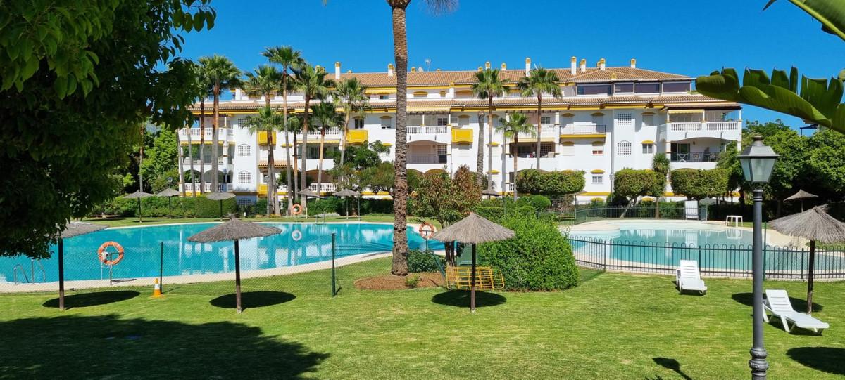 Midle floor apartment located in  La Dama de Noche urbanization, Nueva Andalucia. ??75 sqm built  di,Spain