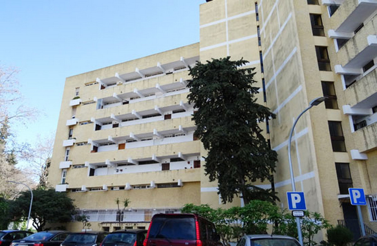 1 Bedroom Middle Floor Apartment For Sale Marbella, Costa del Sol - HP3857998