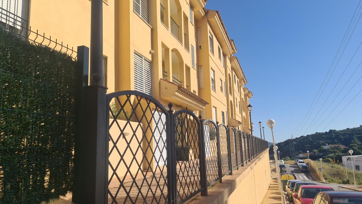 Middle Floor Apartment, Fuengirola, Costa del Sol. 2 Bedrooms, 1 Bathroom, Built 120 m².  Setting : ,Spain