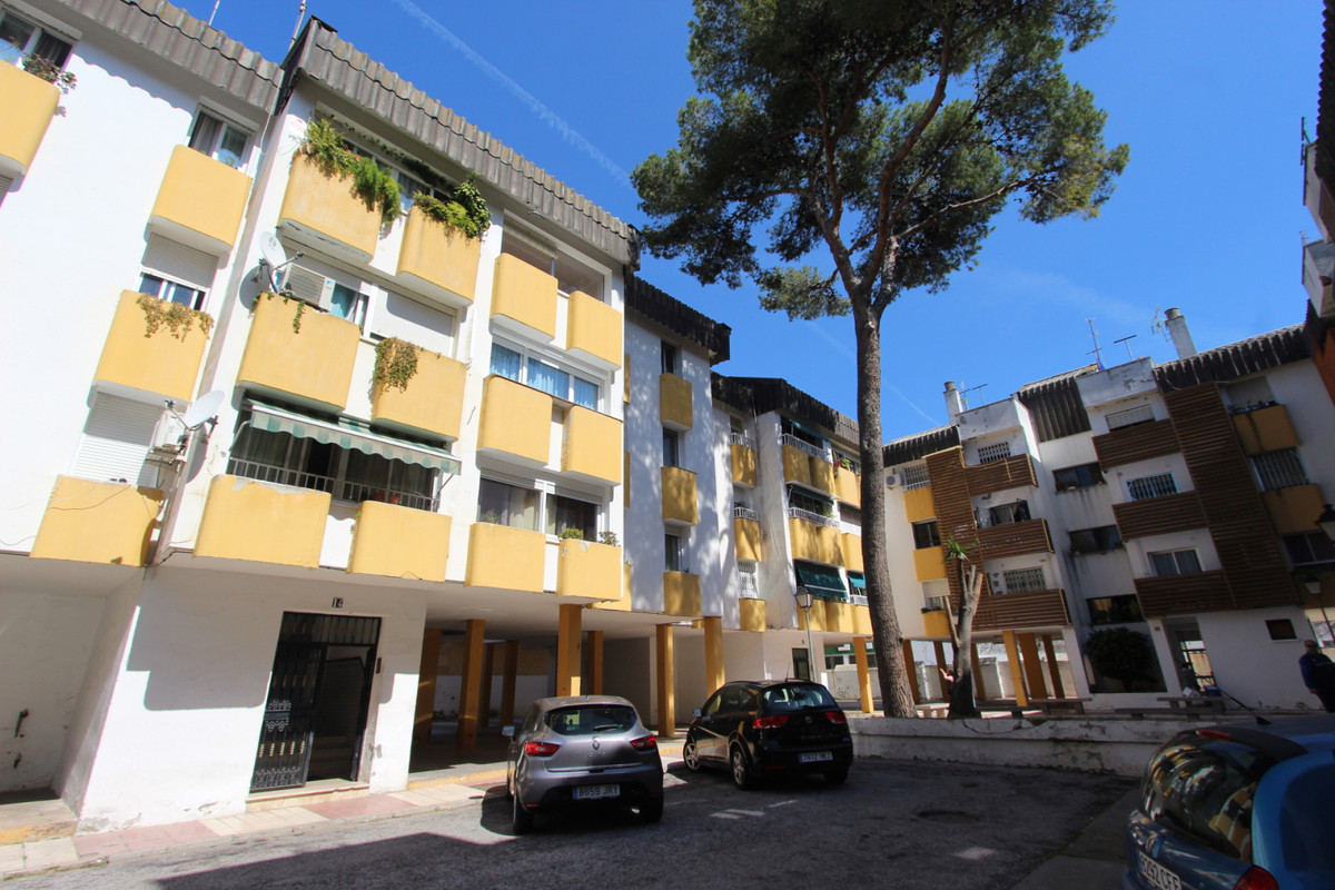 Midle floor apartment located in San Pedro de Alcantara, Marbella. ??70 sqm built distributed in liv,Spain