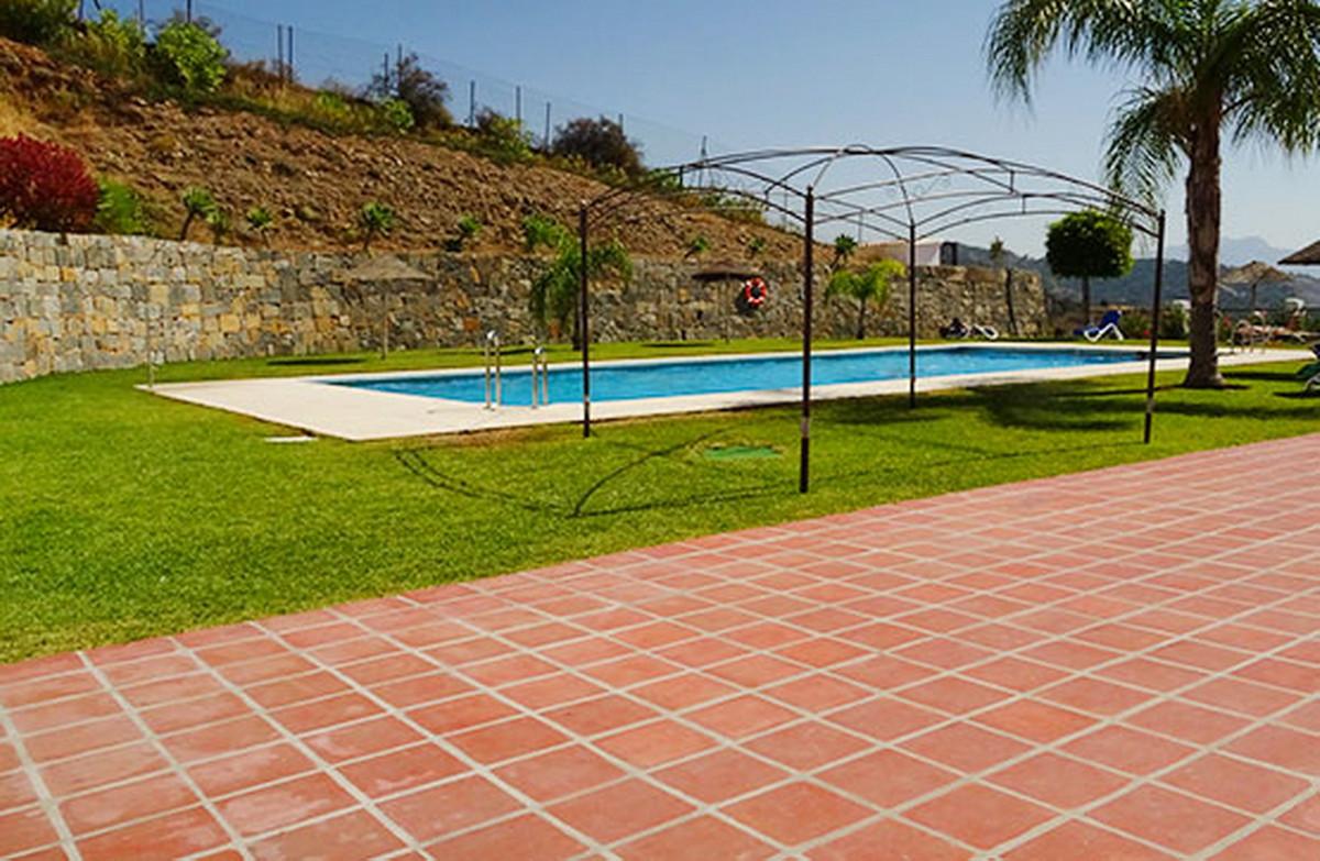 Middle Floor Apartment, Estepona, Costa del Sol. 1 Bedroom, 1 Bathroom, Built 69 m².  Setting : Urba,Spain