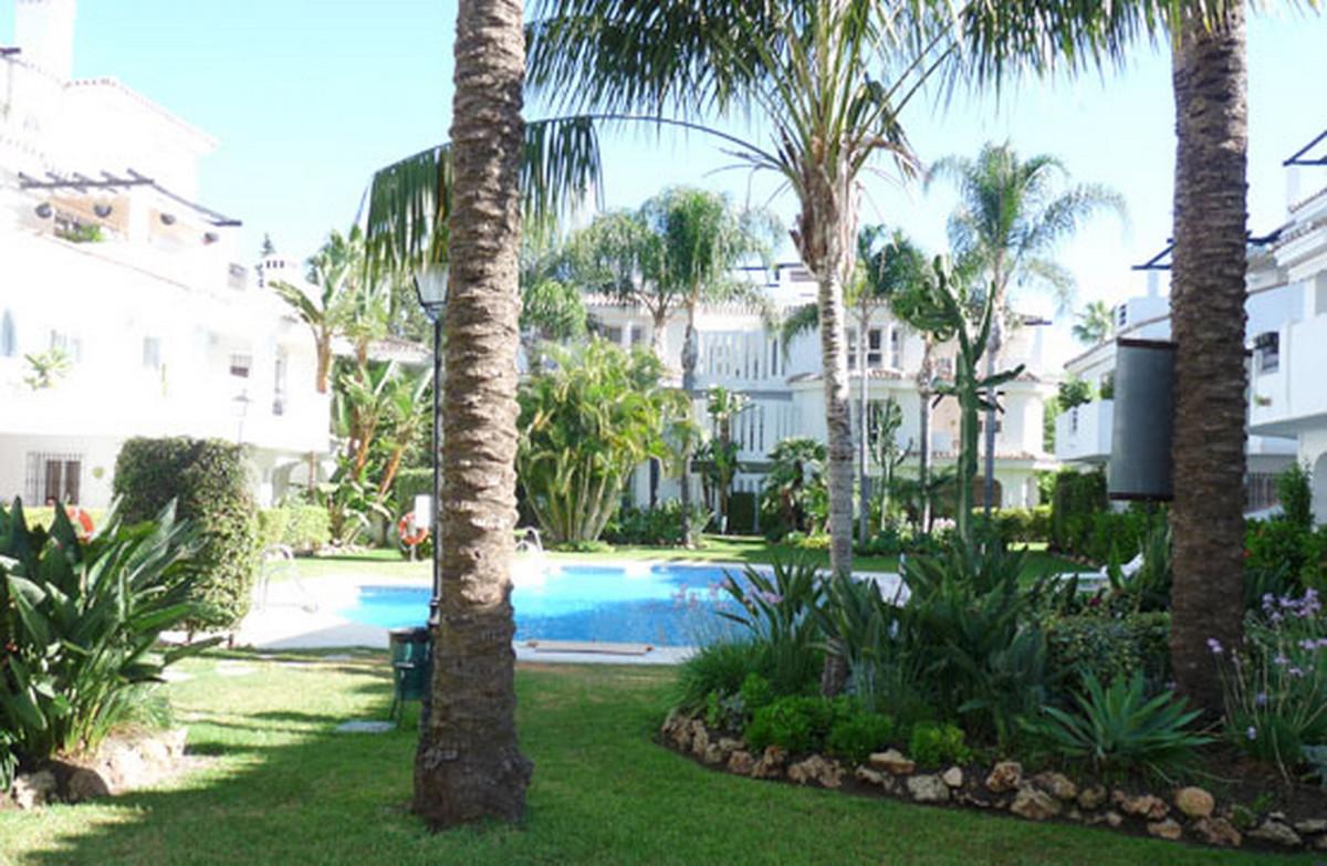 Middle Floor Apartment, Nueva Andalucia, Costa del Sol. 2 Bedrooms, 2 Bathrooms, Built 130 m².  Sett,Spain