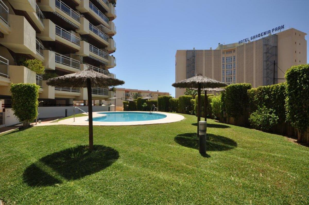 Middle Floor Apartment, Torreblanca, Costa del Sol. 2 Bedrooms, 2 Bathrooms, Built 92 m².  Setting :Spain