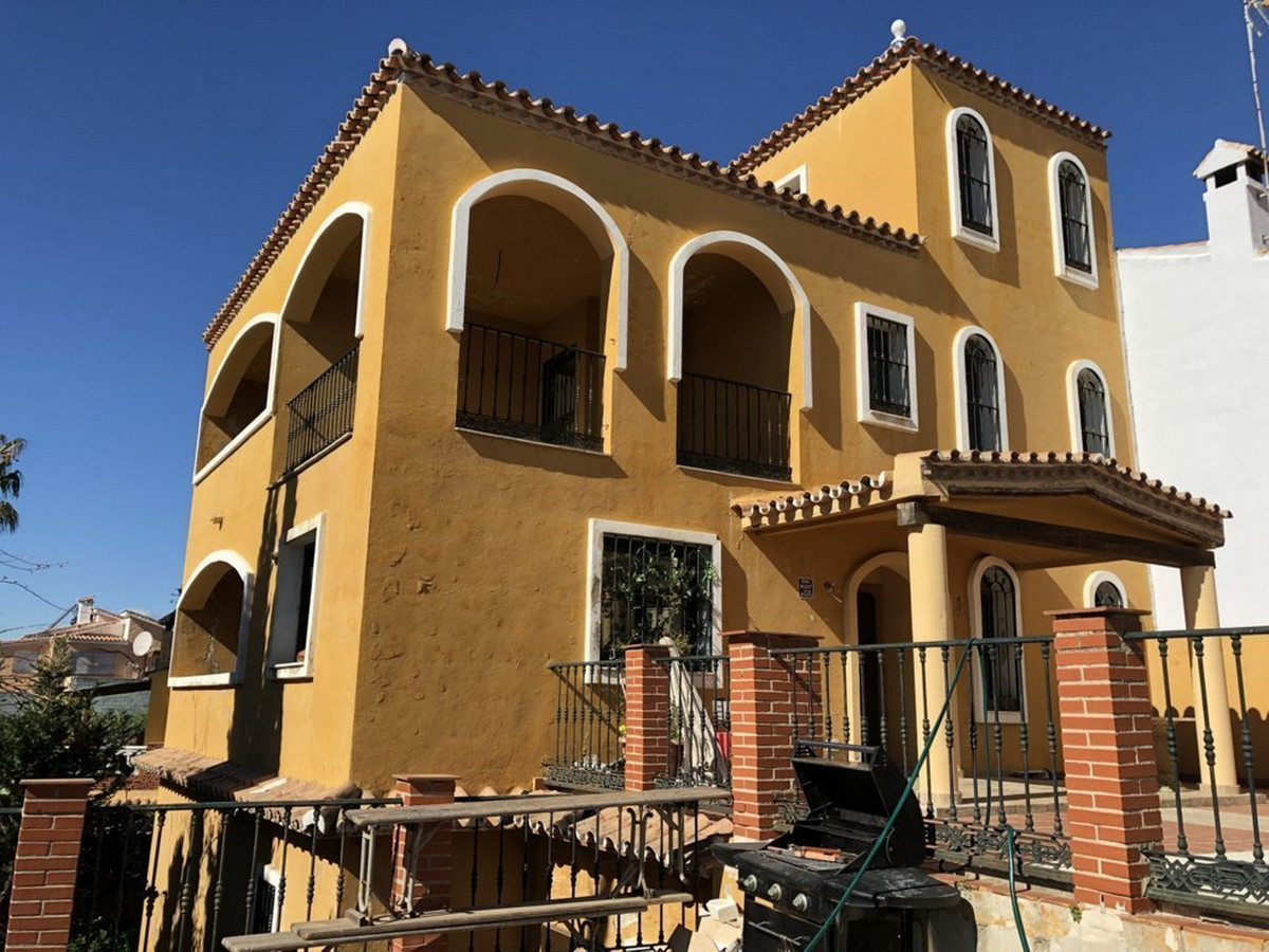 Villa 6 Dormitorios en Venta Fuengirola