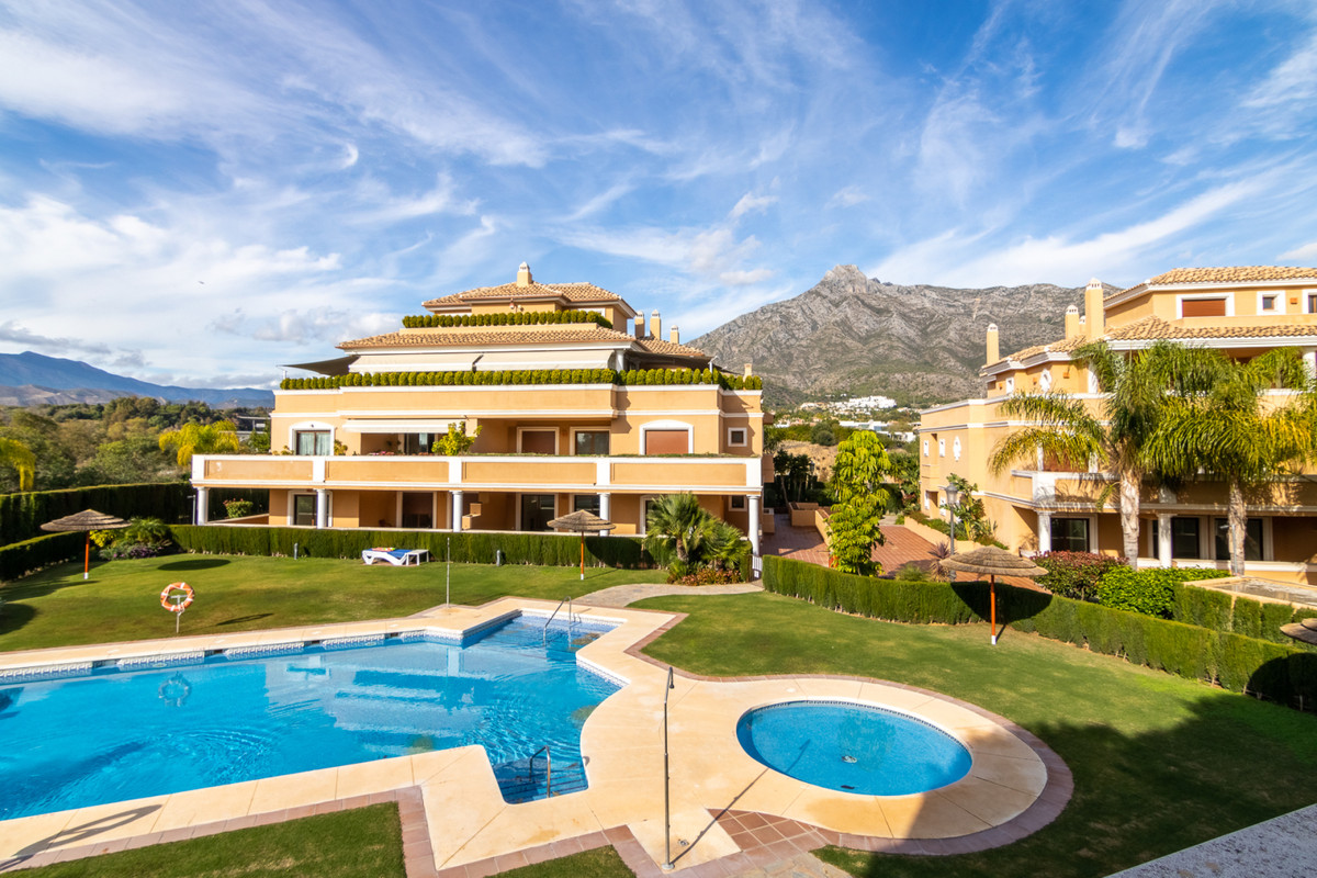 Middle Floor Apartment, The Golden Mile, Costa del Sol. 3 Bedrooms, 4 Bathrooms, Built 181 m², Terra,Spain