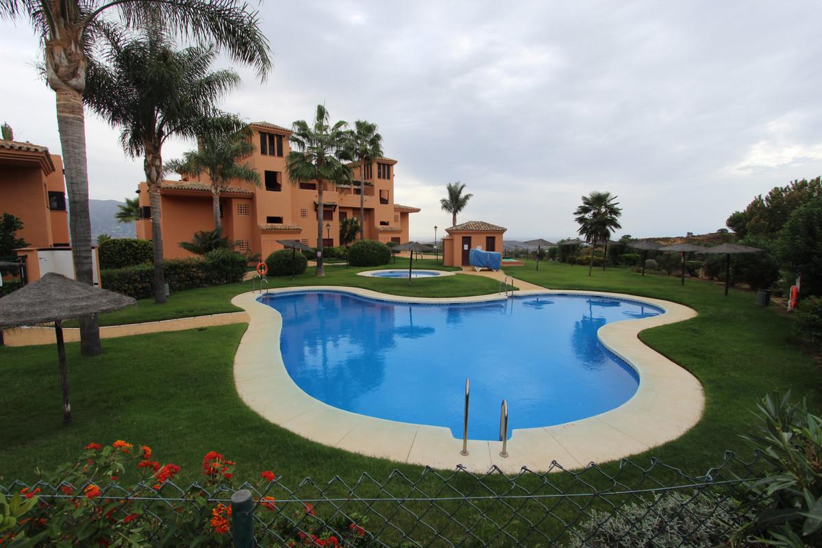 Apartment in Soto de Marbella-La Mairena, Ojen.137 sqm built, distributed in living room, kitchen, u,Spain
