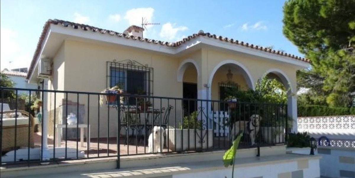 FANTASTIC VILLA SITUATED IN A PRIVILEGED URBANISATION 5 MIN FROM ALHAURIN EL GRANDE, WITH FANTASTIC ,Spain
