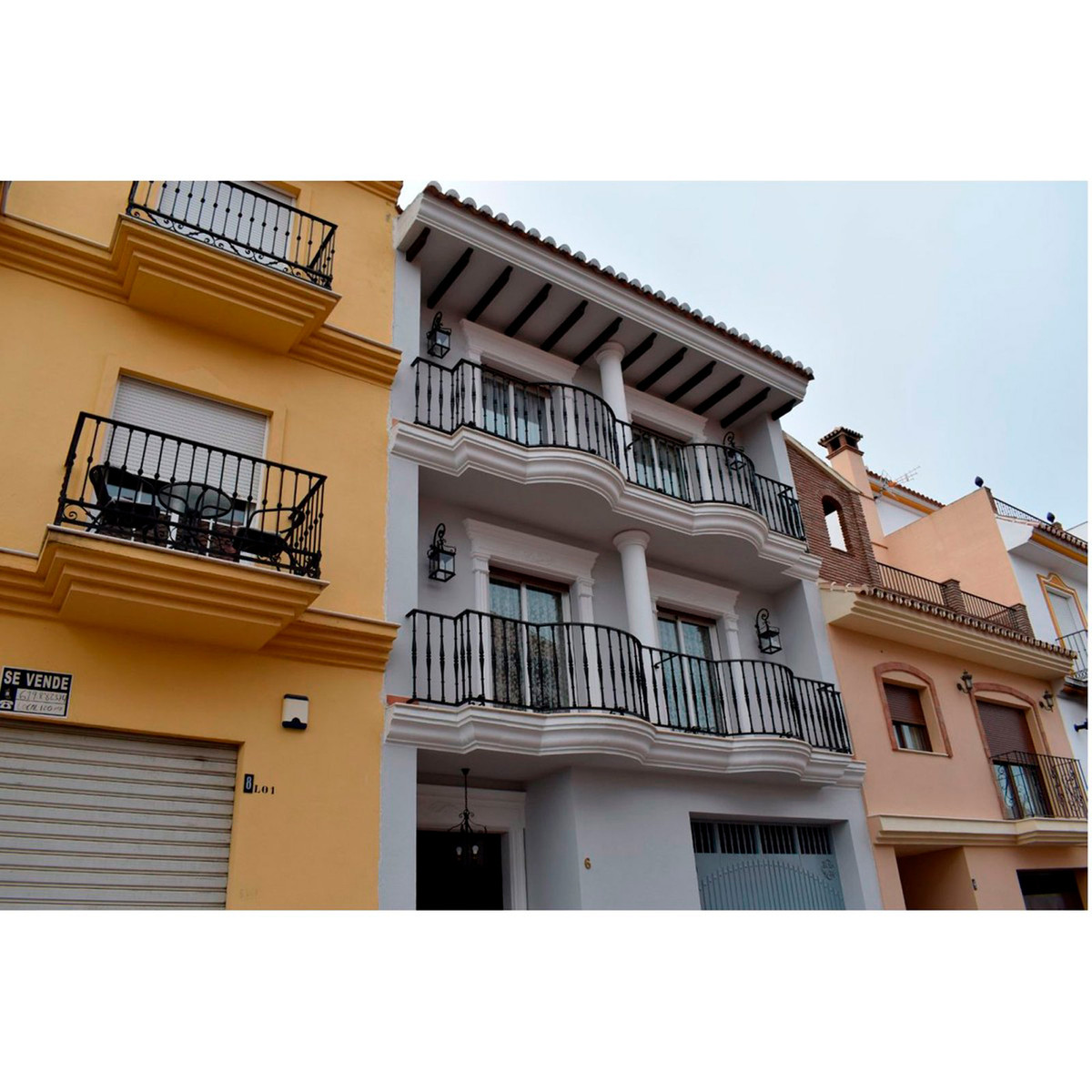 FANTASTIC TOWNHOUSE SITUATED IN CENTRAL AREA OF ALHAURIN EL GRANDE CLOSE TO ALL AMENITIES, ON THE GR,Spain