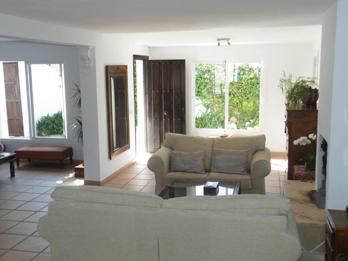 House in Calypso R3611117 13
