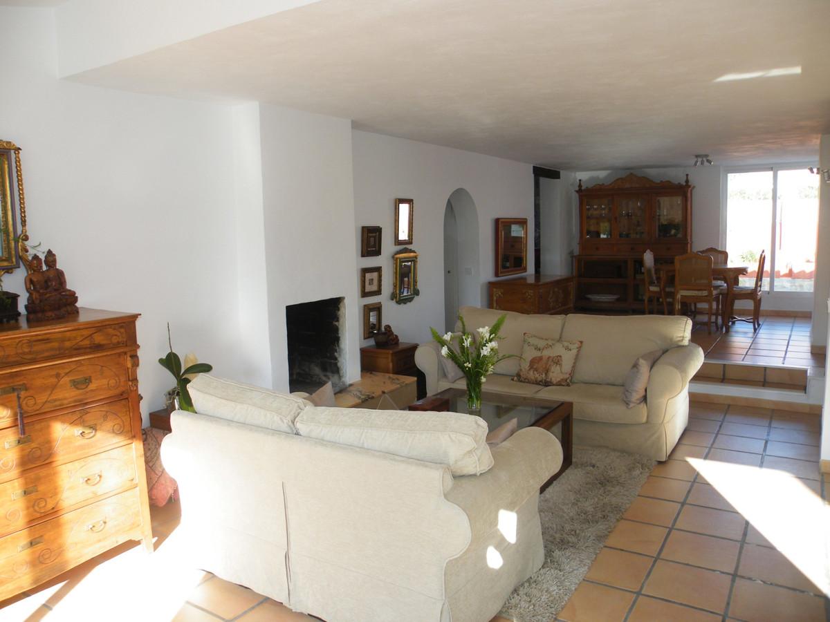 House in Calypso R3611117 20