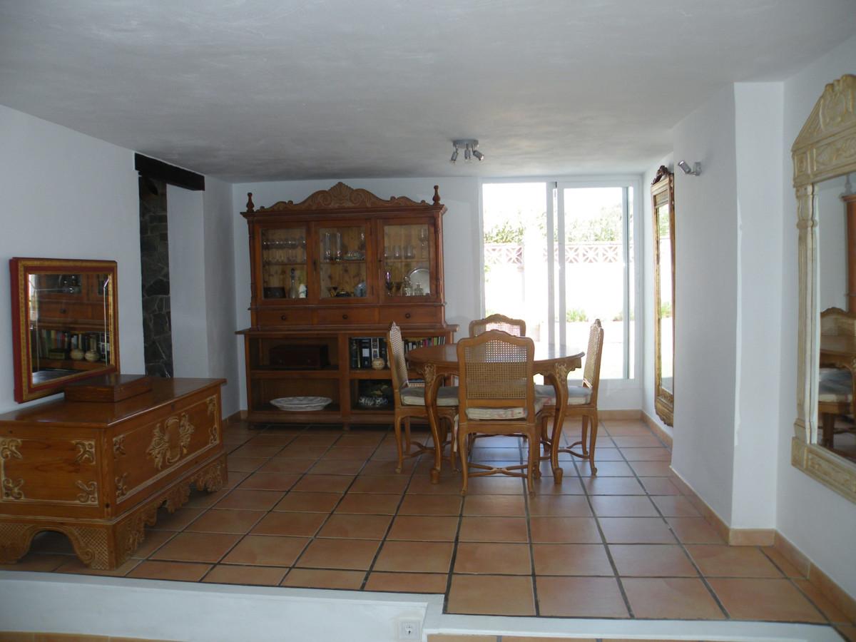 House in Calypso R3611117 7