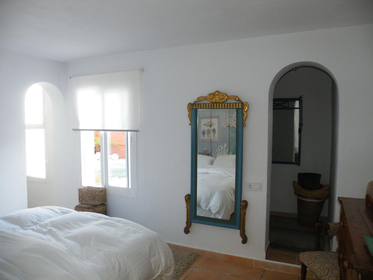 House in Calypso R3611117 9