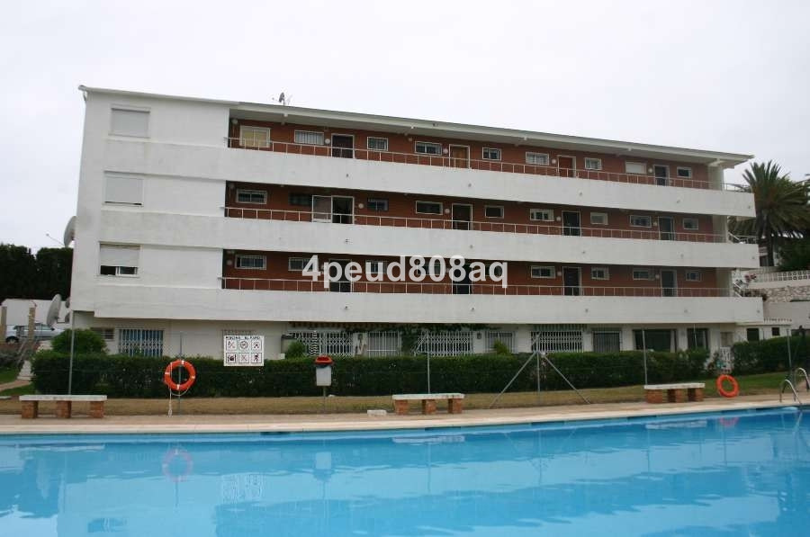 West facing fully furnished 1st floor (no lift) one bedroom apartment set within a development in El,Spain