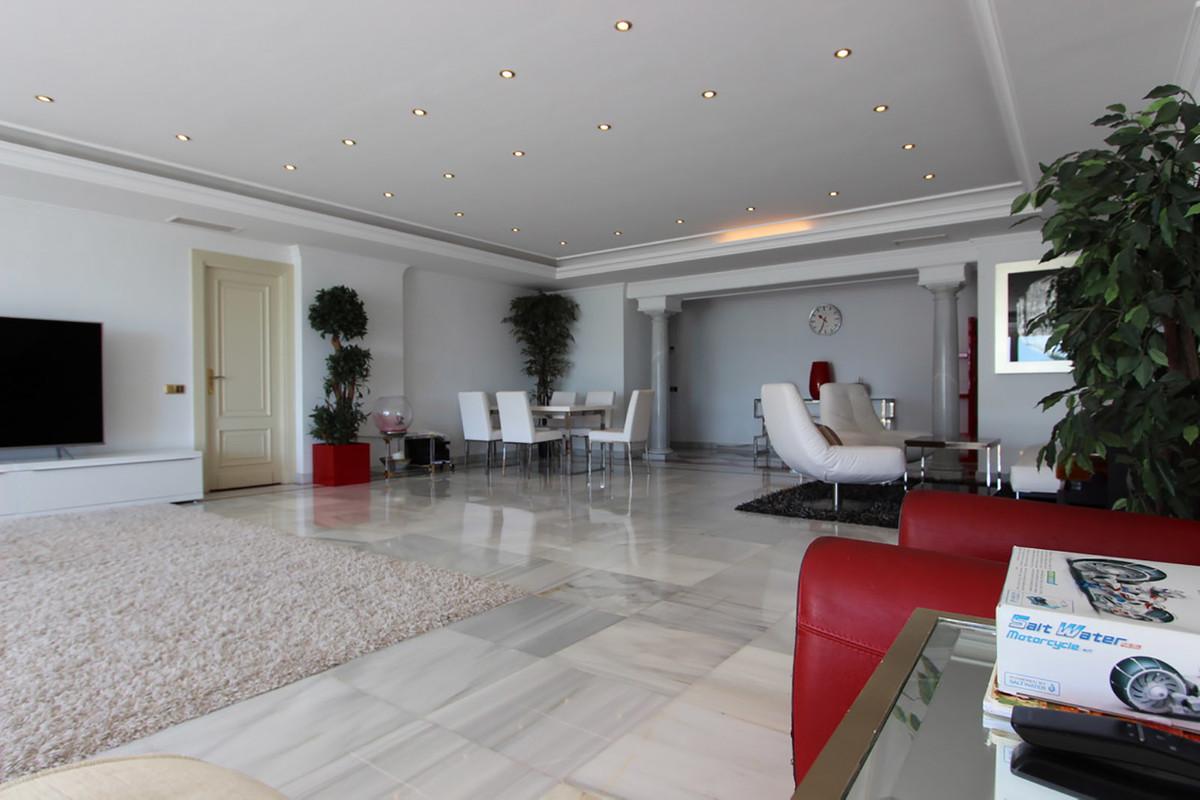3 Bedroom Middle Floor Apartment For Sale Puerto Banús