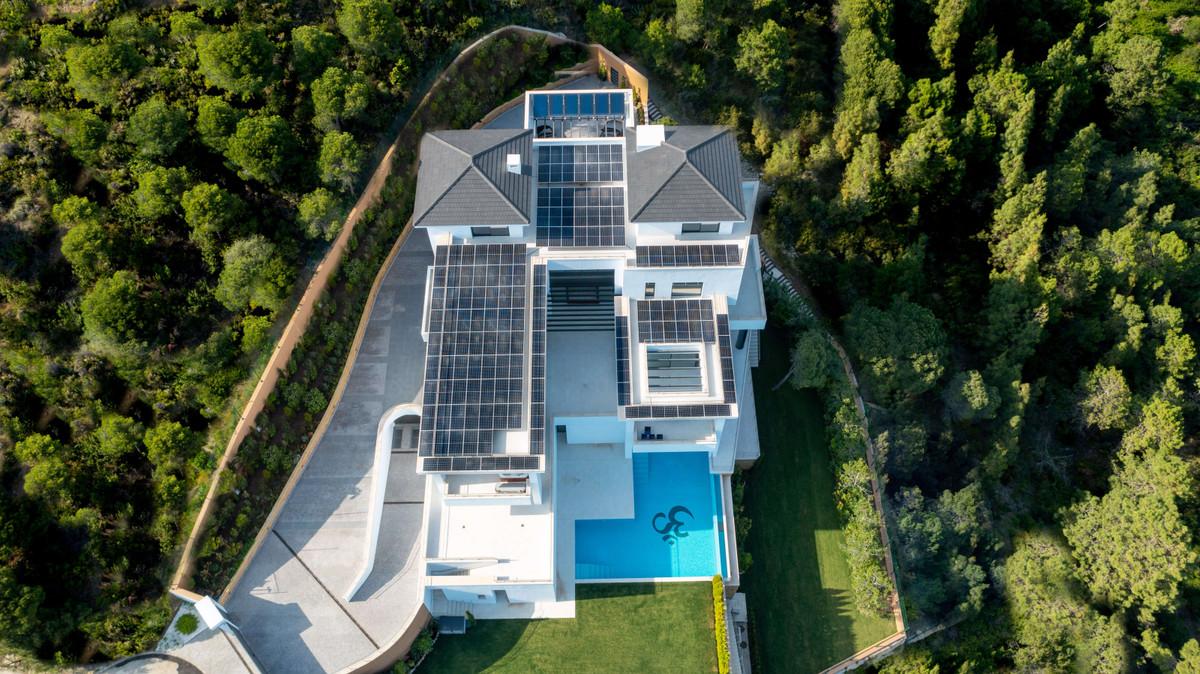 Detached Villa for sale in Benahavís R3875908