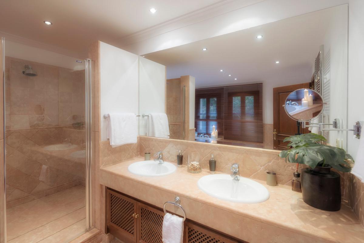 6 Bedroom Villa For Sale - La Zagaleta, Benahavis