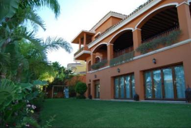 6 Bedroom Villa for sale Benalmadena