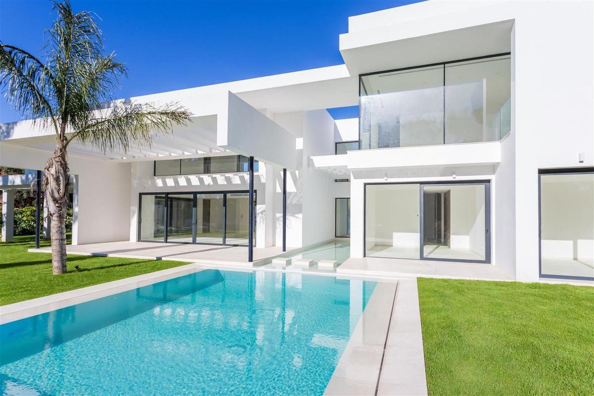 4 Bedroom Villa for sale Guadalmina Baja