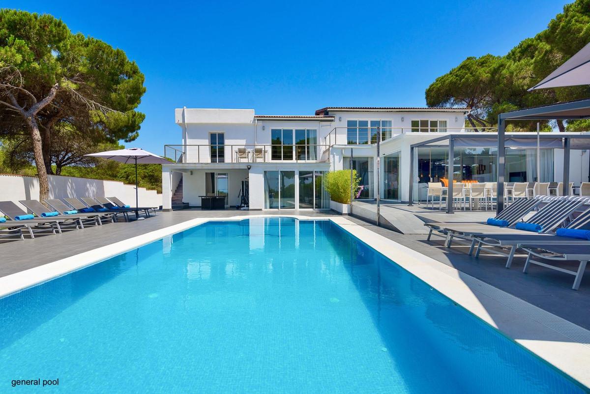 9 Bedroom Villa For Sale - Marbesa