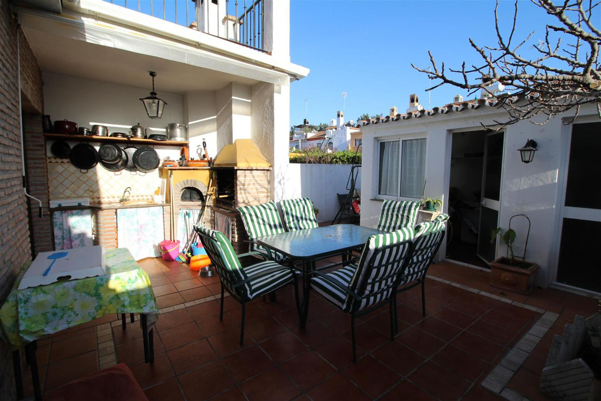 Unifamiliar 4 Dormitorios en Venta Nueva Andalucía
