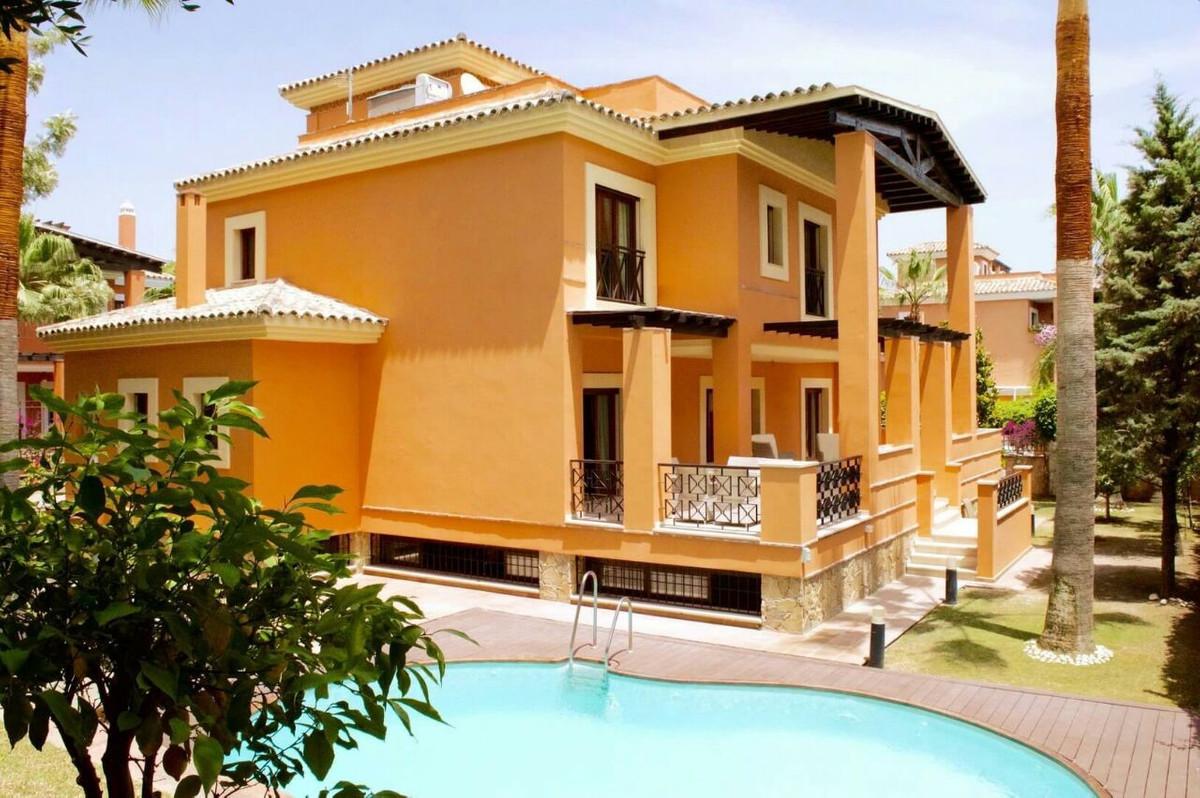 Villa 6 Dormitorios en Venta Los Monteros