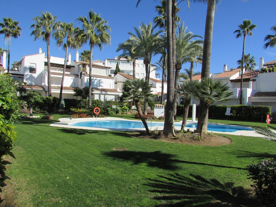 Rijhuis te koop in Bahía de Marbella R2501906