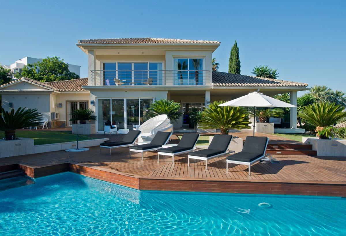 Villa 5 DORMITORIOS Nueva Andalucia