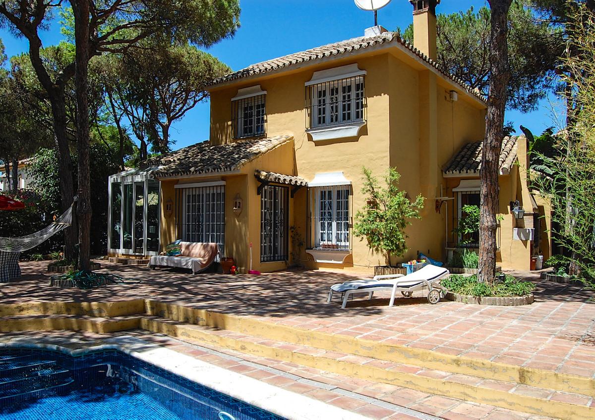 Villa 4 Dormitorios en Venta Calahonda