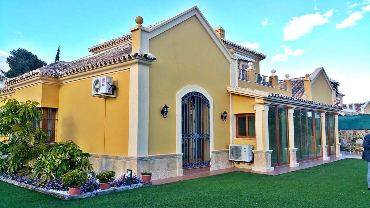 Villa te koop in El Paraiso R2811089
