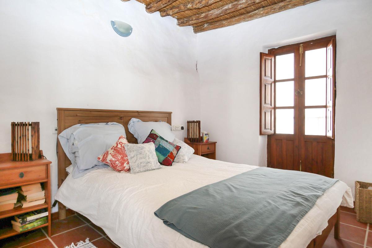 Villa te koop in Guaro R2136056