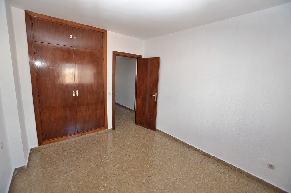 4 Bedroom Middle Floor Apartment For Sale Málaga
