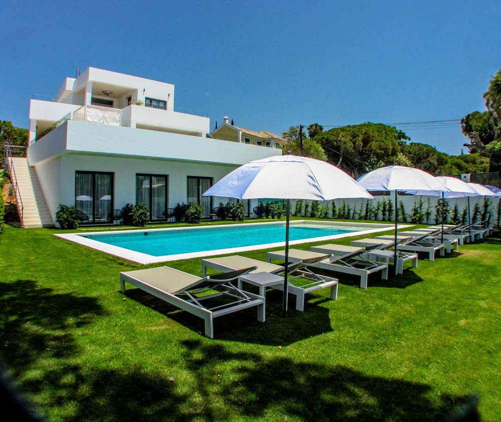 Villa con 9 Dormitorios en Venta Elviria
