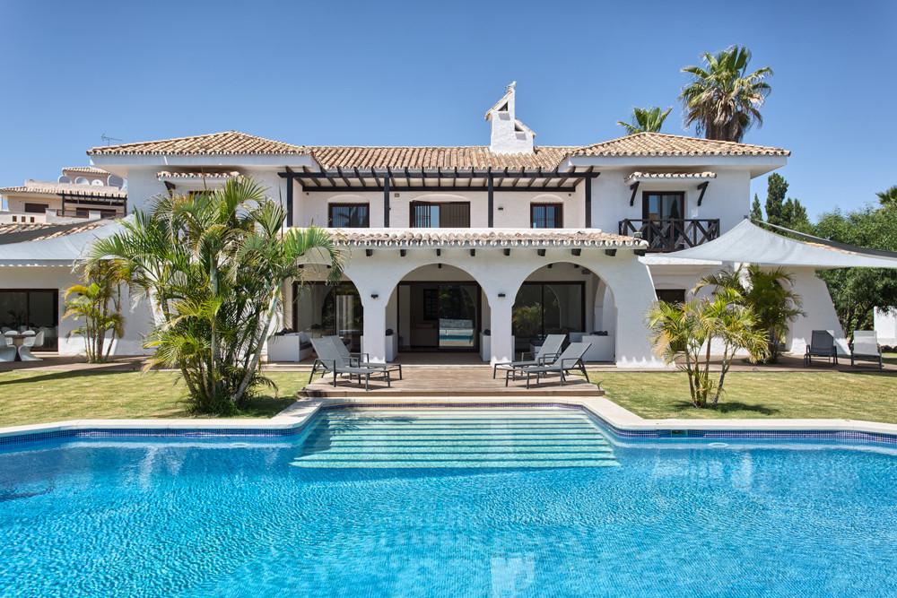 8 bedroom villa for sale nueva andalucia