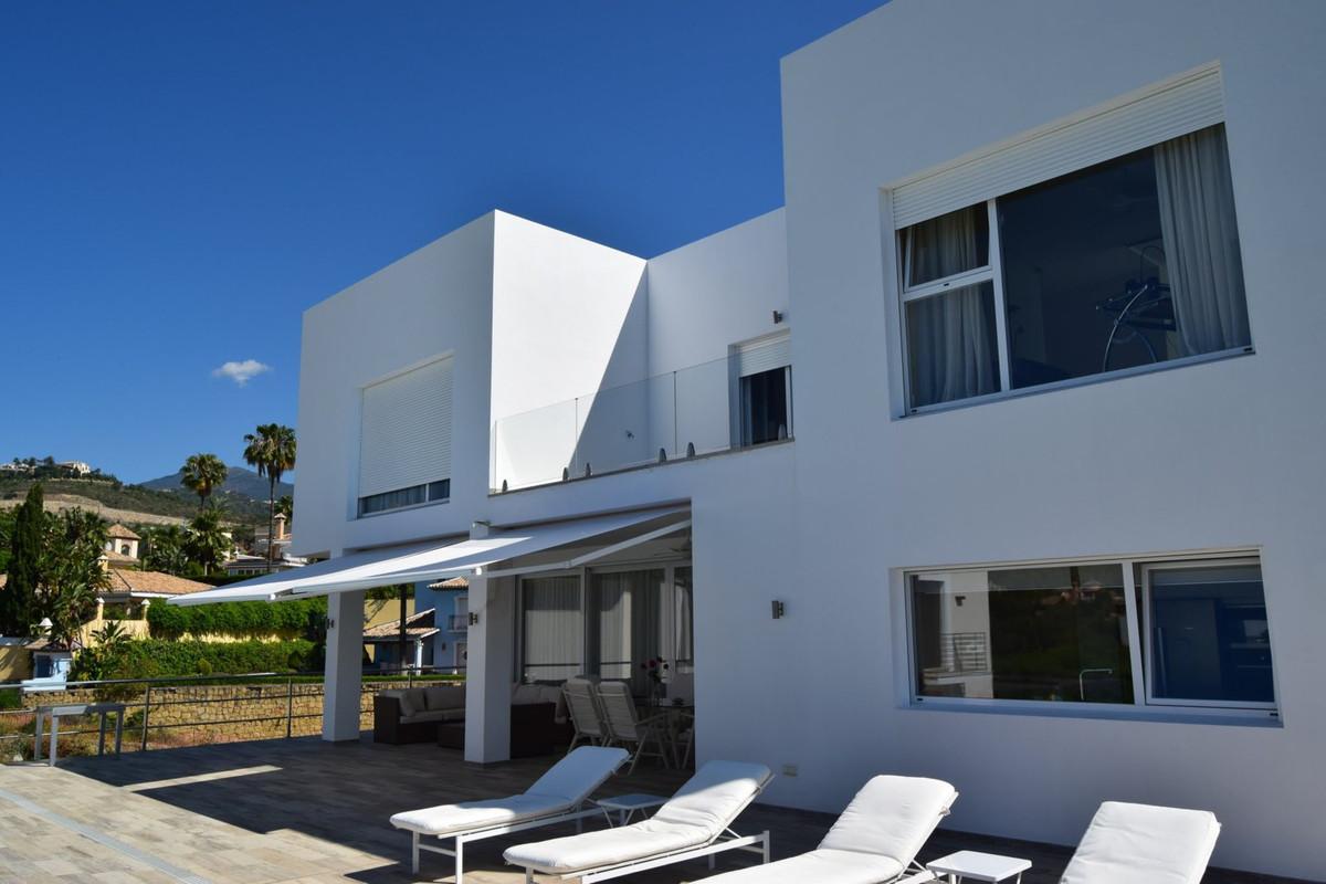 Villa 4 Dormitorios en Venta La Quinta
