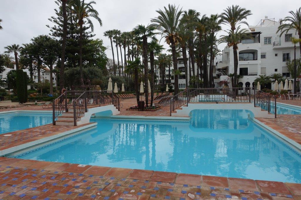 2 bed apartment for sale puerto banus