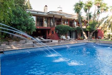 7 Bed Villa For Sale in Sierra Blanca