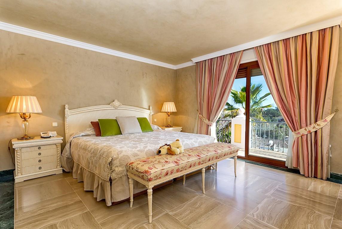 Villa con 6 Dormitorios en Venta El Rosario