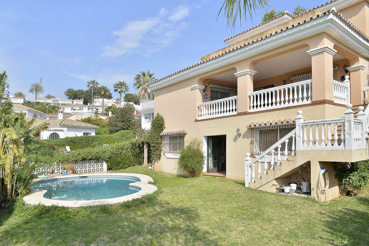 Villa con 4 dormitorios - Nueva Andalucía