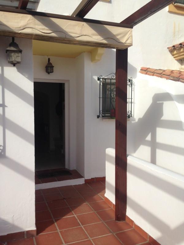 Rijhuis te koop in Estepona R2321501