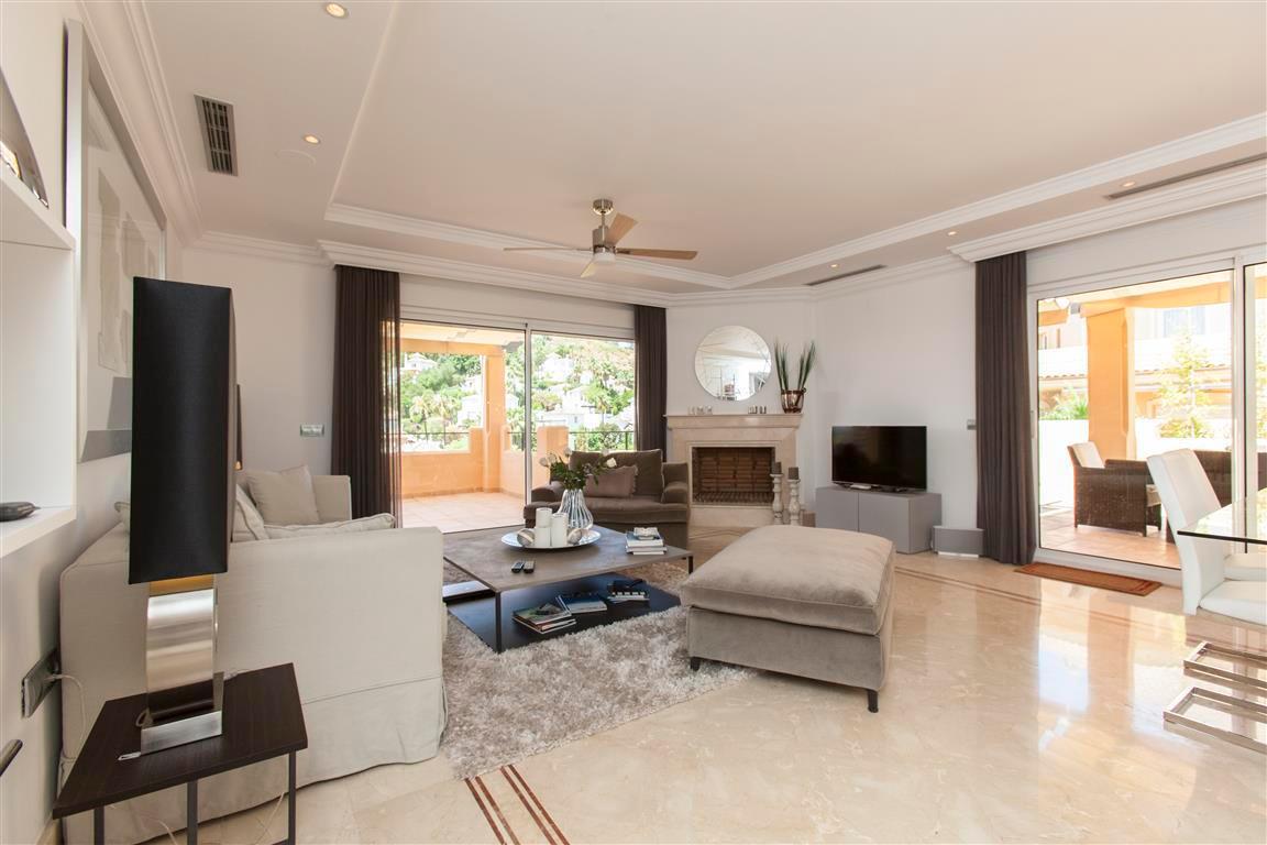 Apartamento con 3 dormitorios - Nueva Andalucía