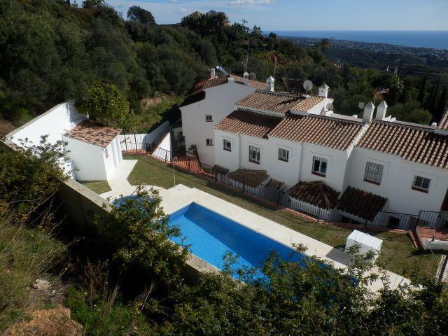 Rijhuis Te Koop - Altos de los Monteros