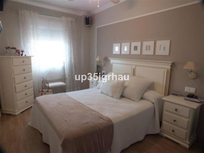 Apartamento con 3 dormitorios - Estepona