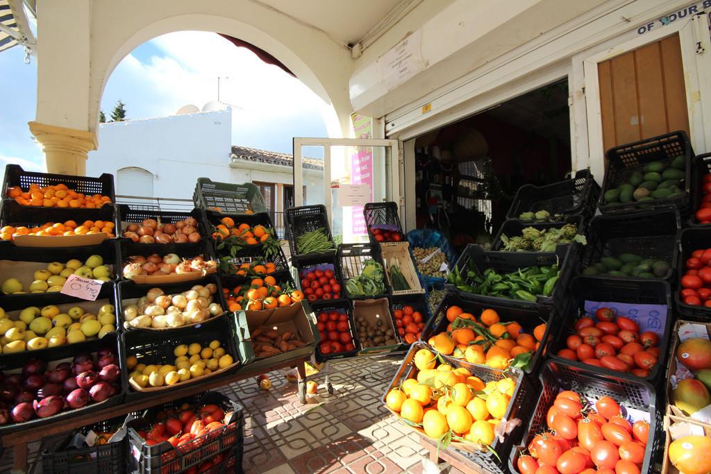 Comercial en Venta en Elviria