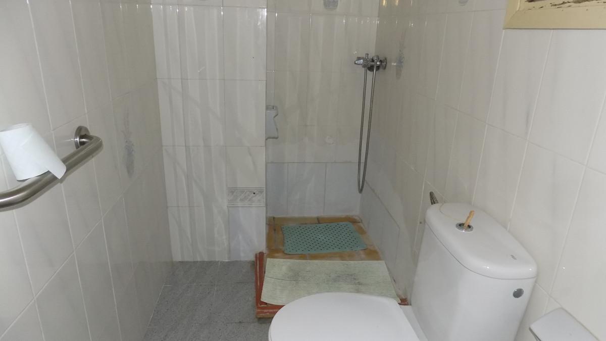 5 Bedrooms - 1 Bathrooms