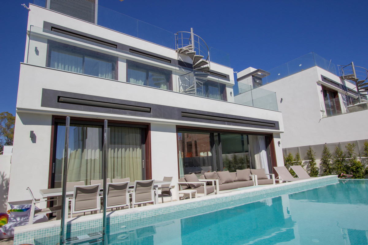 Villa  Detached for rent  in Puerto Banús