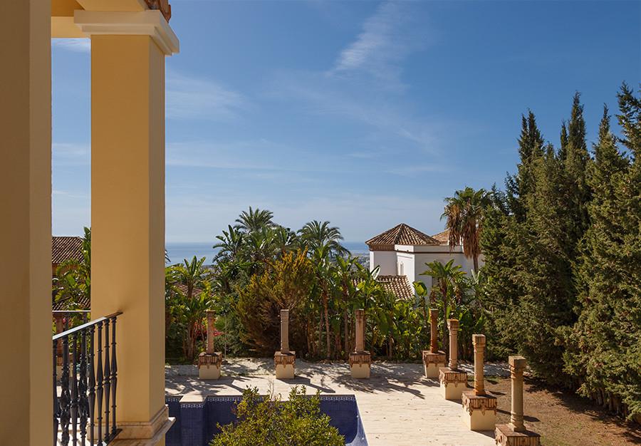8 Bedroom Villa For Sale - Sierra Blanca