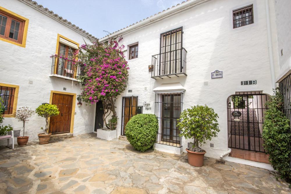 Rijhuis Te Koop - Nueva Andalucia